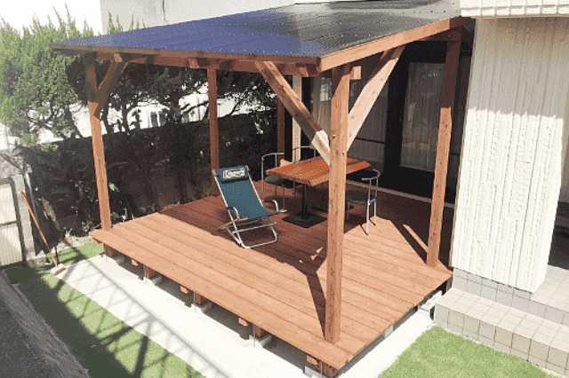 ウッドデッキに屋根を付けるメリット・デメリットと実例13選