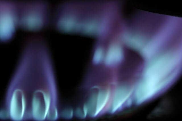 【徹底比較】IHとガスコンロどちらが便利?光熱費や交換費用は?