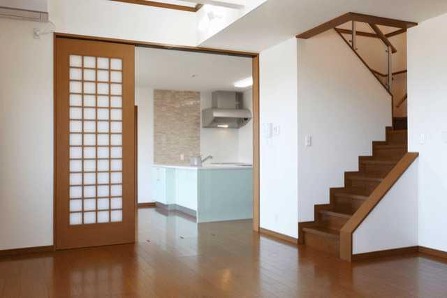 """室内ドアは""""開き戸・引き戸"""" どちらがいいの?リフォーム費用・部屋別の向いているドアの種類は?"""