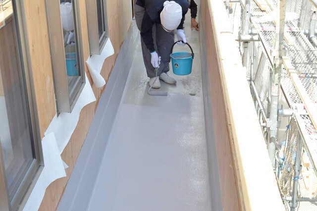 ベランダの防水はFRP・ウレタン・シート、どれが良い?トップコートの塗装時期は?