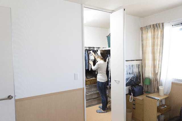 使いやすいウォークインクローゼット(WIC)の間取りは2畳・3畳・4畳?収納のポイントまとめ