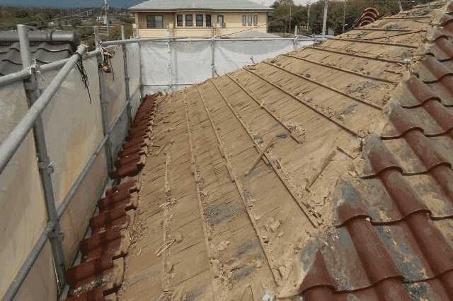 屋根の葺き替え費用相場と施工例!リフォーム時期の目安は何年位?