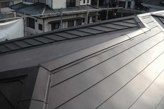 リフォームで人気!ガルバリウム鋼板屋根の特徴・費用・メンテナンス方法とは?