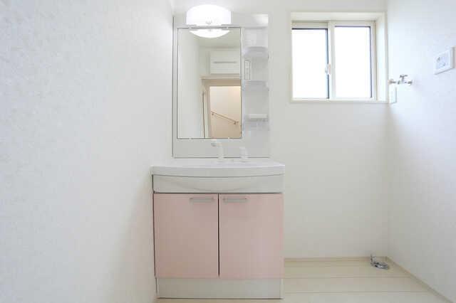 洗面台交換・洗面脱衣所リフォームの費用相場や施工事例、業者の口コミを大公開!