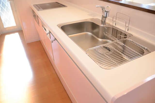 キッチン/台所のシンク(流し台)交換の費用や注意点!リフォームの際のポイントは?
