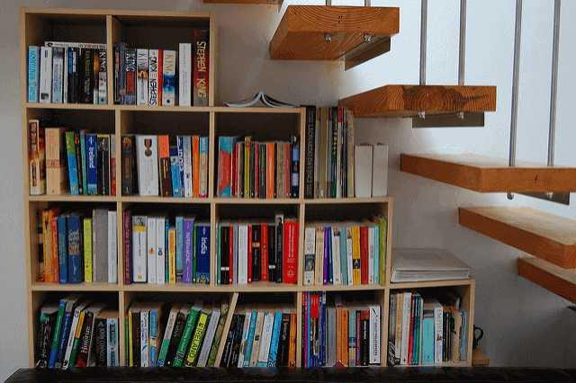 本がきれいにしまえる♪用途に合わせて本棚をDIY