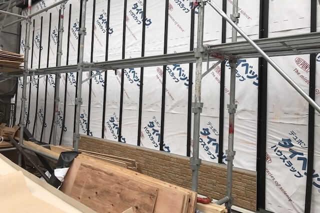 外壁をサイディングで張り替え/重ね張りリフォームする価格は?事例や窯業/金属などの違いもご紹介