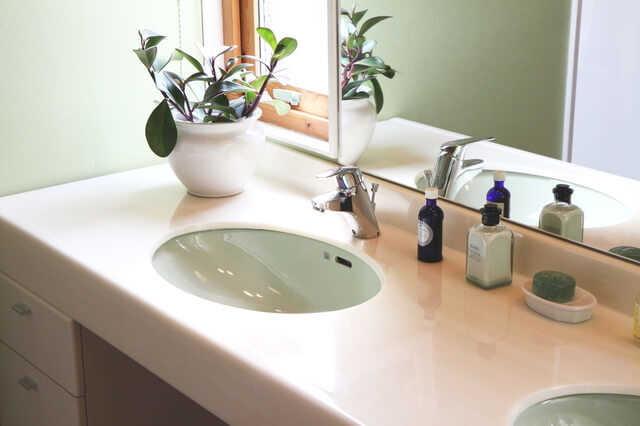 洗面所・脱衣所にピッタリの壁紙の選び方!張り替え費用・おしゃれなコーディネート実例