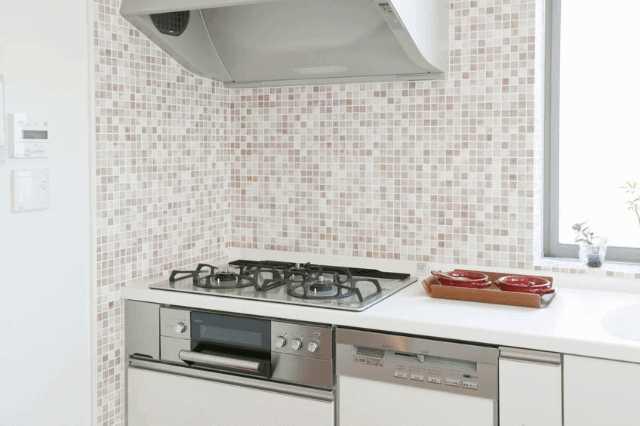 キッチンの壁材はパネルとタイル、どちらが良い?リフォーム価格や特徴を比較