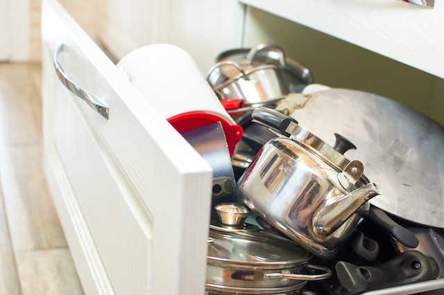 キッチンシンク下の収納術!スペース活用で無駄なくたくさんしまえる