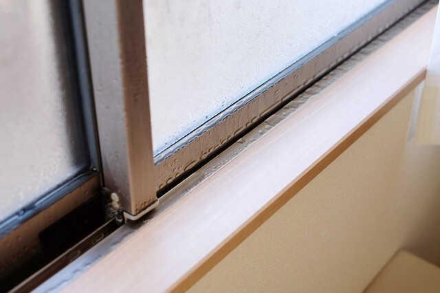 【これなら安全】窓サッシ・ゴムパッキンのカビの掃除方法!今後の防止対策は?