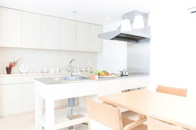 狭いキッチンの悩みはリフォームで解決できる?事例・おすすめの対策や工夫の仕方をご紹介!