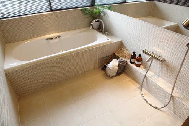 狭い浴室・お風呂を広くしたい!リフォーム方法と費用・事例、おすすめのサイズやメーカー品は?