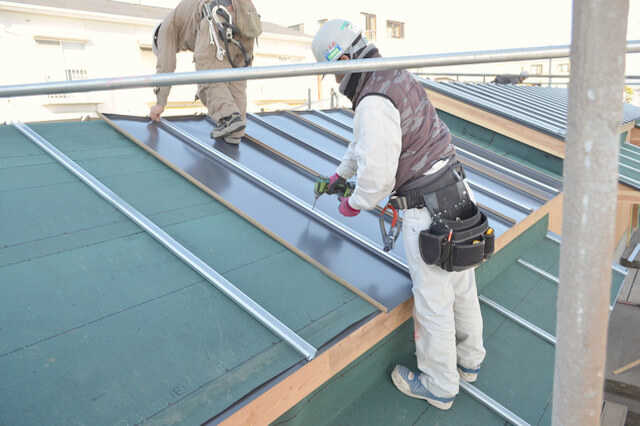 トタン屋根のリフォームは、板金工事/金属屋根対応業者に依頼を