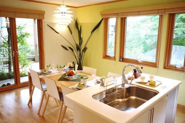 キッチンの壁紙リフォームのコツ!おしゃれな色・おすすめクロス・張り替え費用