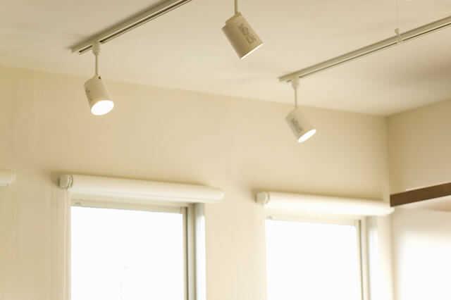 おしゃれなリビング照明選びのポイントと実例