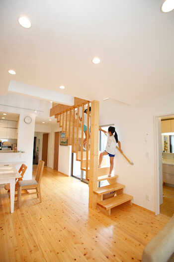 リビング階段の間取りの考え方!メリット・デメリット・対策は?