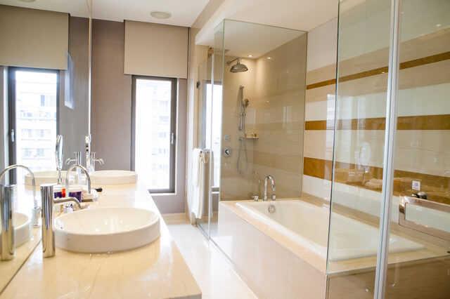 実は人気!?ガラス張りのお風呂のメリット・デメリットとリフォーム費用