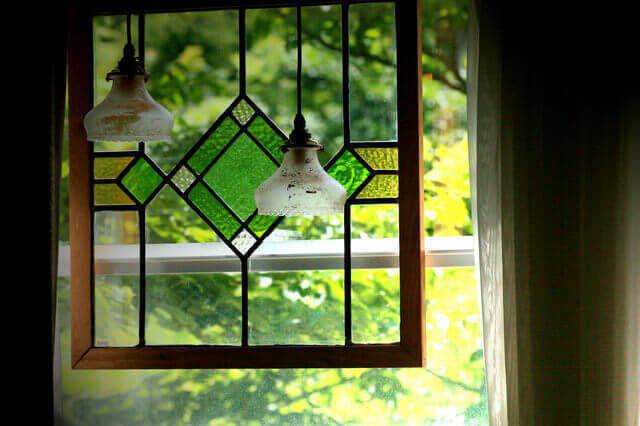ステンドグラスの窓・ドアのメリット・デメリット・施工費用