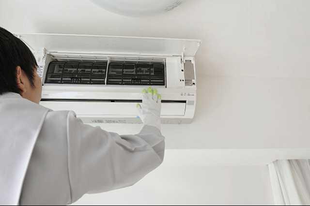 エアコンのカビ臭さを取り除く!自分でできるエアコンの掃除の仕方