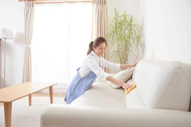 これがソファの正しい掃除方法!ソファの素材別汚れ落としの方法