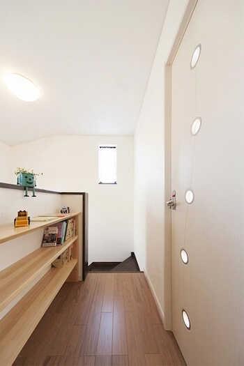 廊下を収納スペースとしてリフォームすれば有効活用できます♪