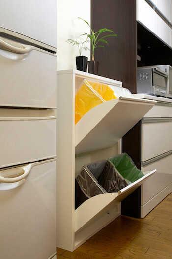 「キッチンのゴミ箱ってどうしてる?」収納アイデア実例まとめ♪