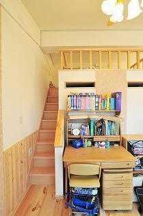 ほんの少しのスペースでいい!家の中に自分の作業スペースをつくろう♪