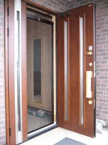 玄関に網戸を取り付ける価格とおすすめメーカー品5選