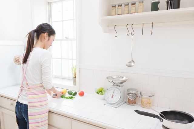 壁付けキッチンのメリット・デメリット!目隠し・子供の安全対策は?リフォーム実例・費用もご紹介