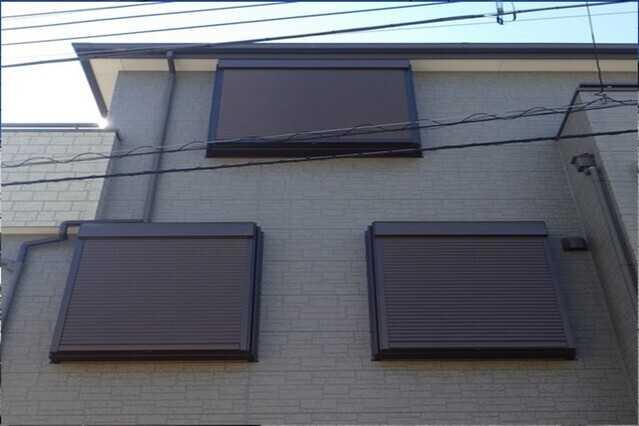 雨戸・窓用シャッターの種類をご紹介!取り付ける際の価格・注意点は?