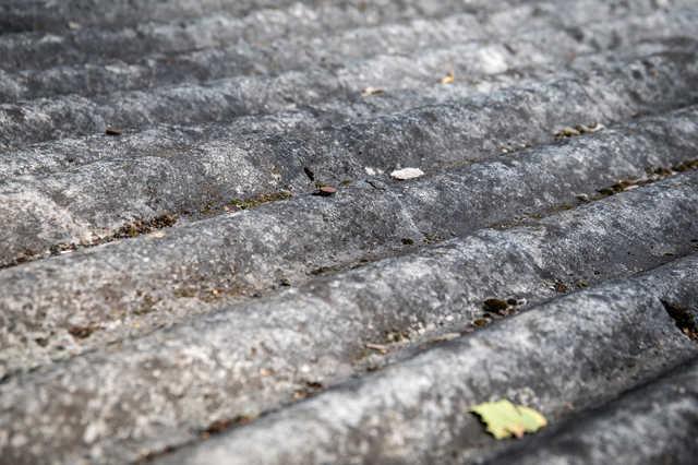 古いスレートやセメント瓦は「アスベスト」に注意