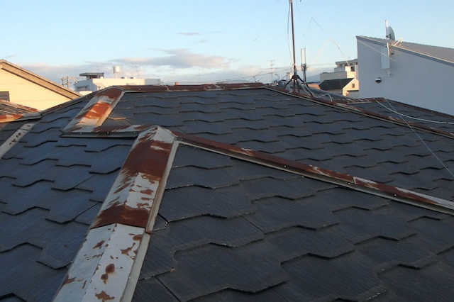 スレート屋根の補修・塗装・葺き替え・カバー工法の費用!寿命やメンテナンス時期の目安は?