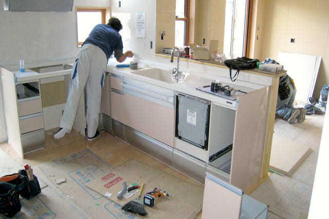 今あるキッチンを移動できる?リフォーム費用や事例・注意点もご紹介!