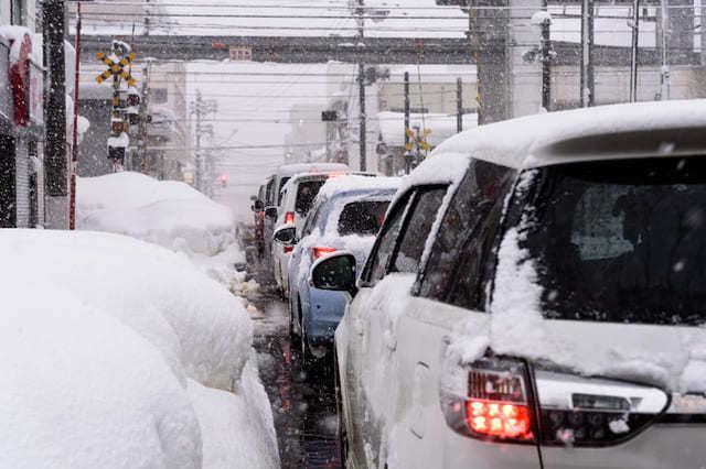 耐雪カーポートのリフォーム価格とおすすめ品をご紹介!積雪時の対応法は?