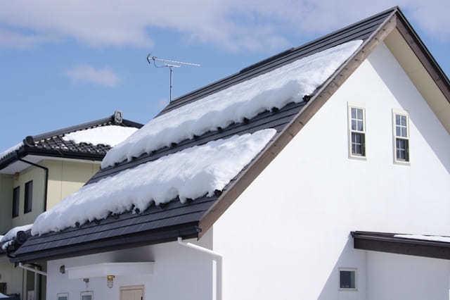 屋根に雪止めを付けるメリット・効果