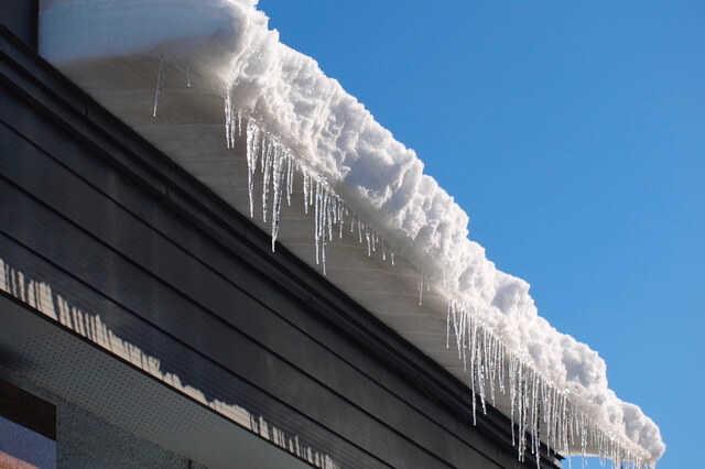雪庇対策として、雪庇防止装置やヒーター併設なども検討を