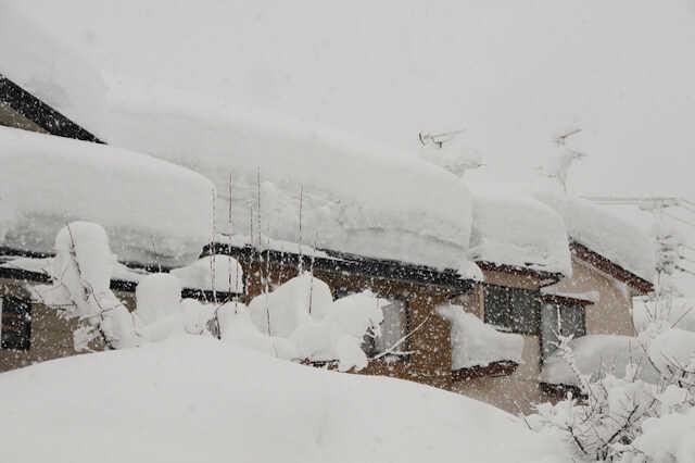 無落雪屋根の特徴とリフォーム費用