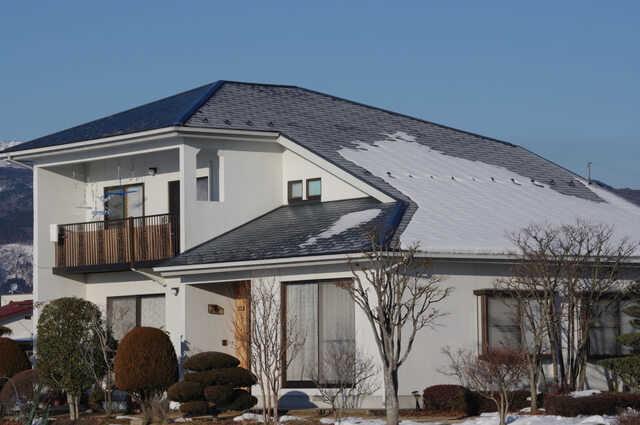 屋根の雪対策で、雪下ろしの負担軽減!雪止め/無落雪屋根/融雪の費用・効果を比較
