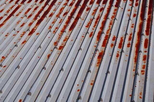 折板(折半)屋根のカバー工法の費用・施工単価