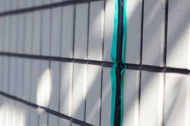 「メンテナンスフリーの外壁材」ではない