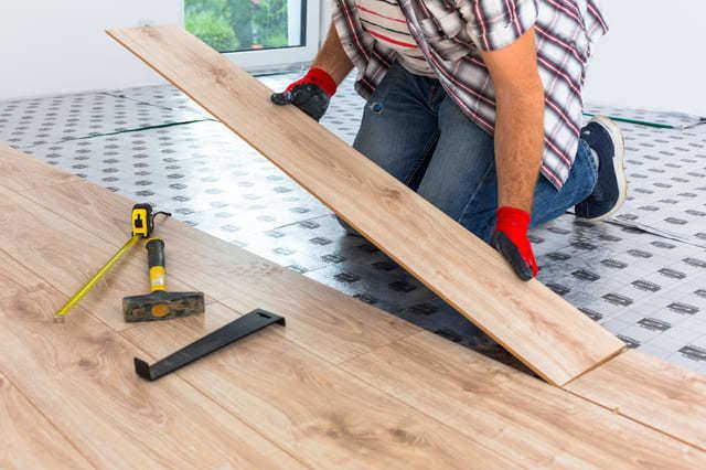 抗菌機能のある壁紙や床材に張り替える